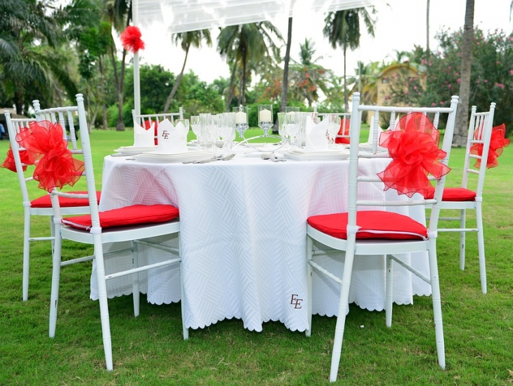 3 Easy Steps To Choosing The Right Table Cloth Size