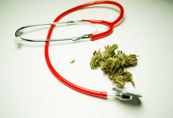 effects-of-medical-marijuana-on-Alzheimer's-patients