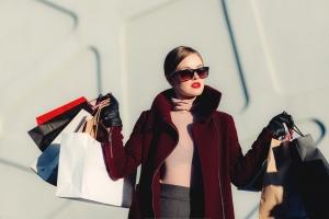 5 Wardrobe Essentials Every Fashion Addict Lady Must Own